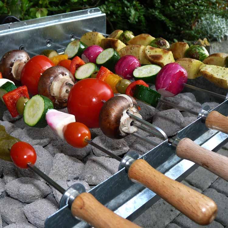 Vegetarischer Spieß vom Holzkohlegrill